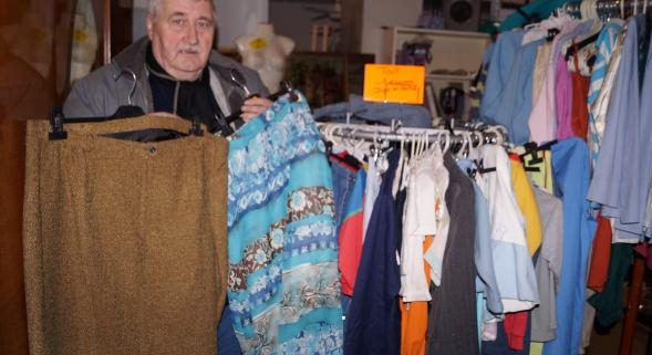 Bernard dans sa boutique (photo Nord Eclair)