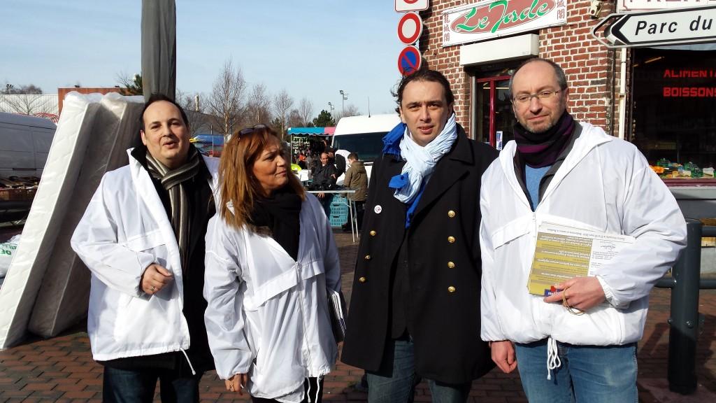 Guillaume Delbar au marché de l'Epeule, avec Sauria Redjimi, Marc Detournay, Daniel Storme